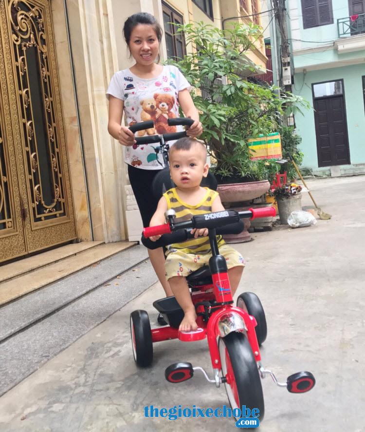 Xe đạp 3 bánh trẻ em 819 giúp bé thoải mái dạo phố