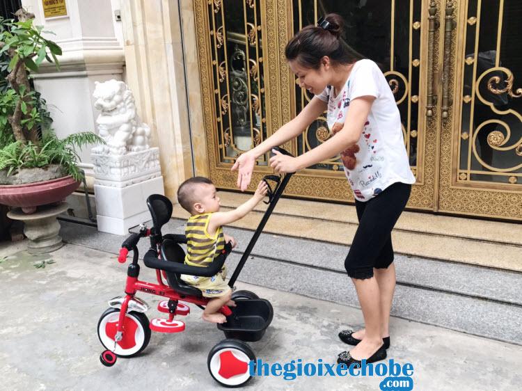 Xe đạp 3 bánh trẻ em 819 có ghế xoay 360 độ