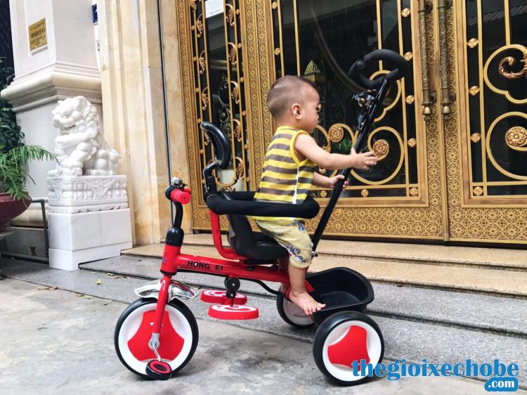 Xe đạp 3 bánh trẻ em 819 có đai an toàn cho bé
