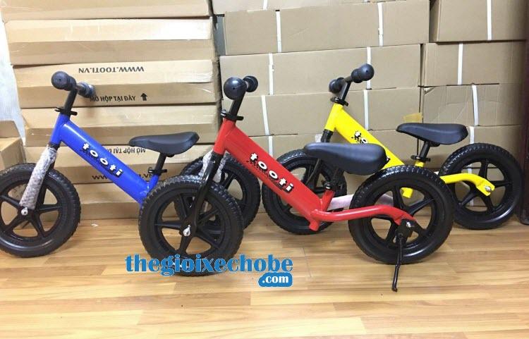 Xe thăng bằng cho bé Tooti Pro có 4 màu