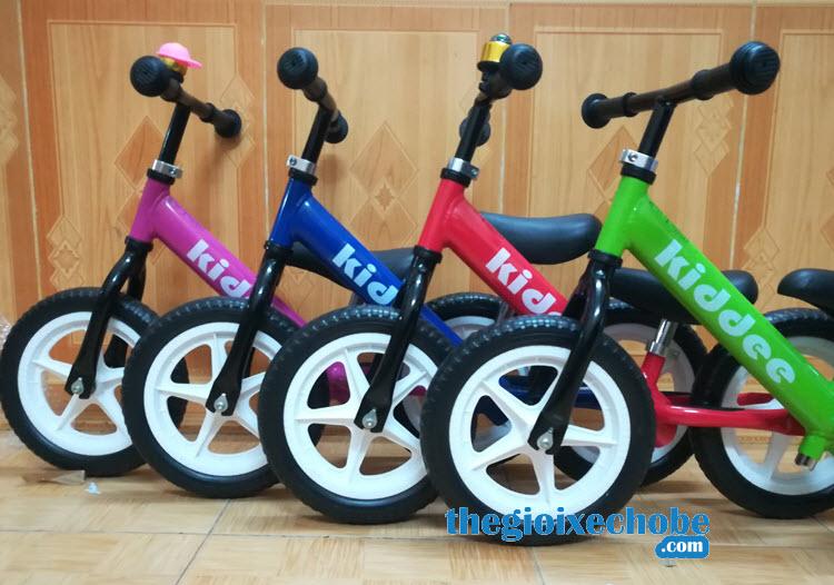 Xe thăng bằng cho bé Kiddee nhiều màu cho bé lựa chọn