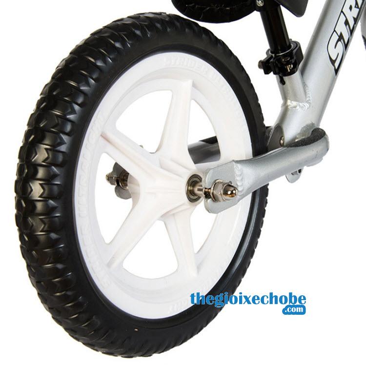 Xe thăng bằng cho bé Strider Pro bánh xe tô lốp đặc