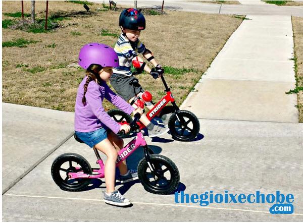 Xe thăng bằng cho bé Strider Classic màu đỏ