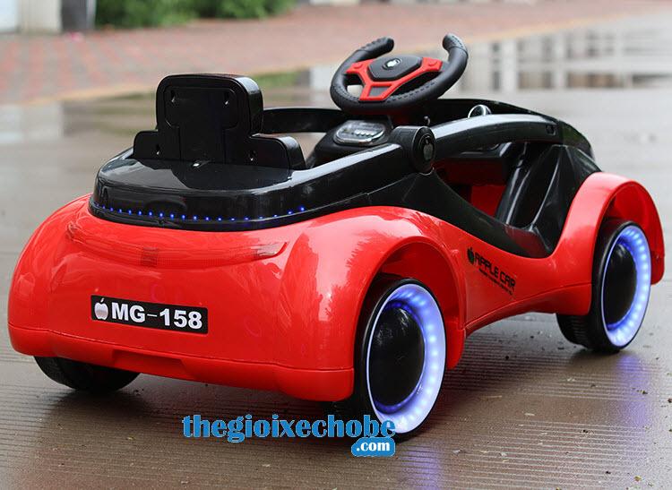 Xe ô tô điện trẻ em MG-158 từ phía sau