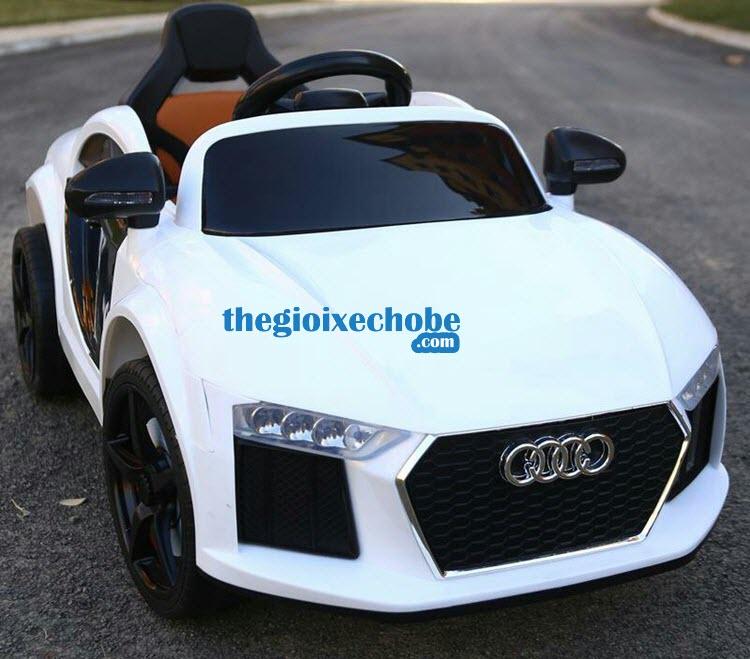 Xe ô tô điện trẻ em Audi AT-7568 màu trắng