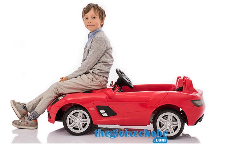 Xe ô tô điện trẻ em OZB-8888 vô cùng chắc chắn