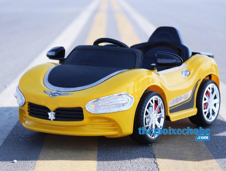 Xe ô tô điện trẻ em HP-5188 màu vàng