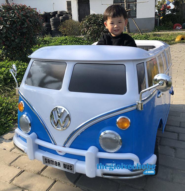 Xe ô tô điên trẻ em 8520091R màu xanh
