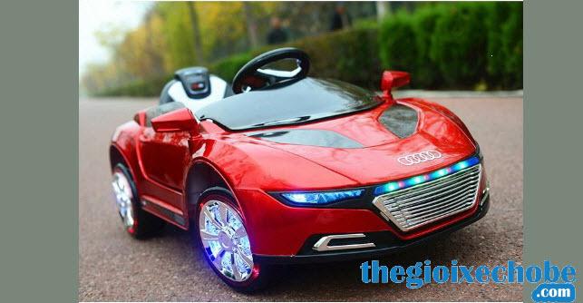 Xe ô tô điện trẻ em A288 màu đỏ