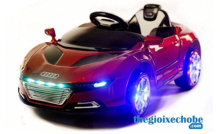 Hệ thống đèn Led xe ô tô điện trẻ em A288 vô cùng bắt mắt