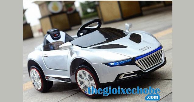 Xe ô tô điện trẻ em A288 màu trắng