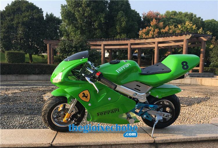 Xe máy chạy xăng thể thao trẻ em phía ngang xe