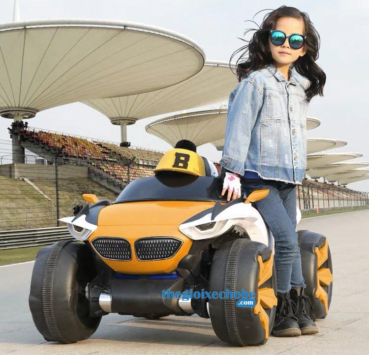 Xe ô tô điện trẻ em XJL688 màu vàng cam