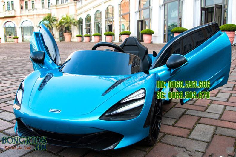 Xe ô tô điện trẻ em 720S màu xanh