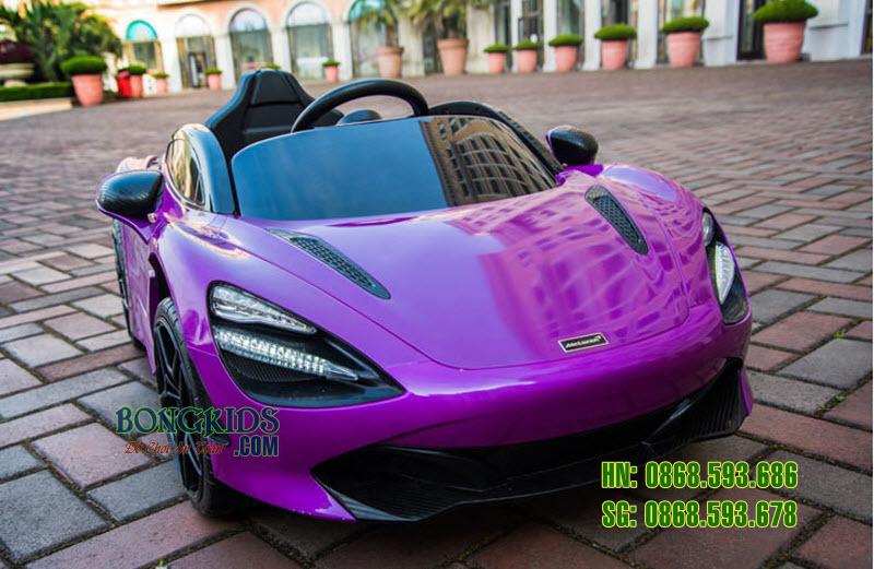 Xe ô tô điện trẻ em màu tím