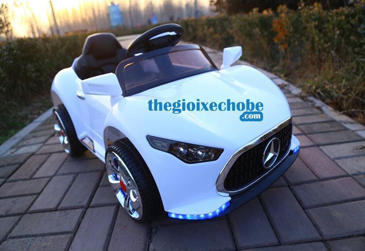 Xe ô tô điện trẻ em BẸJ-5189 màu trắng